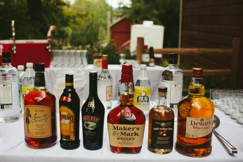 How To Set Up A DIY Bar For Your Wedding | A Practical Wedding