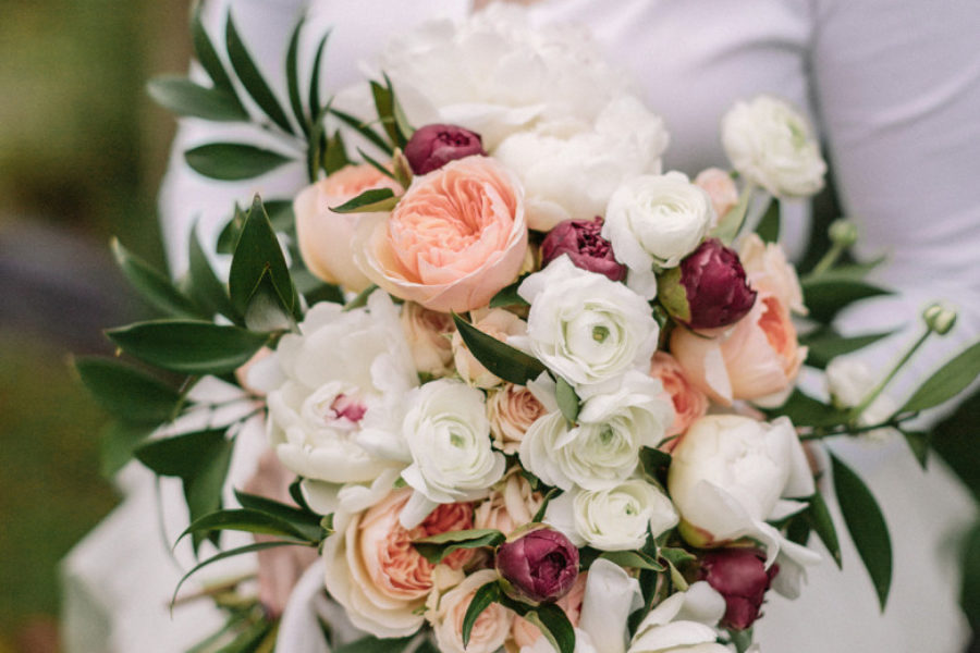 How to make a diy wedding bouquet a practical wedding photo by jonas seaman mightylinksfo