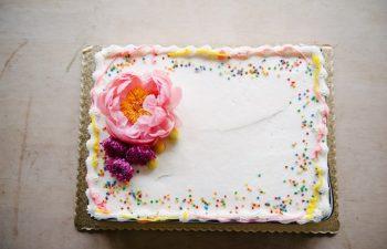 DIY Wedding Cake Grocery Store Sheet Cake (1)