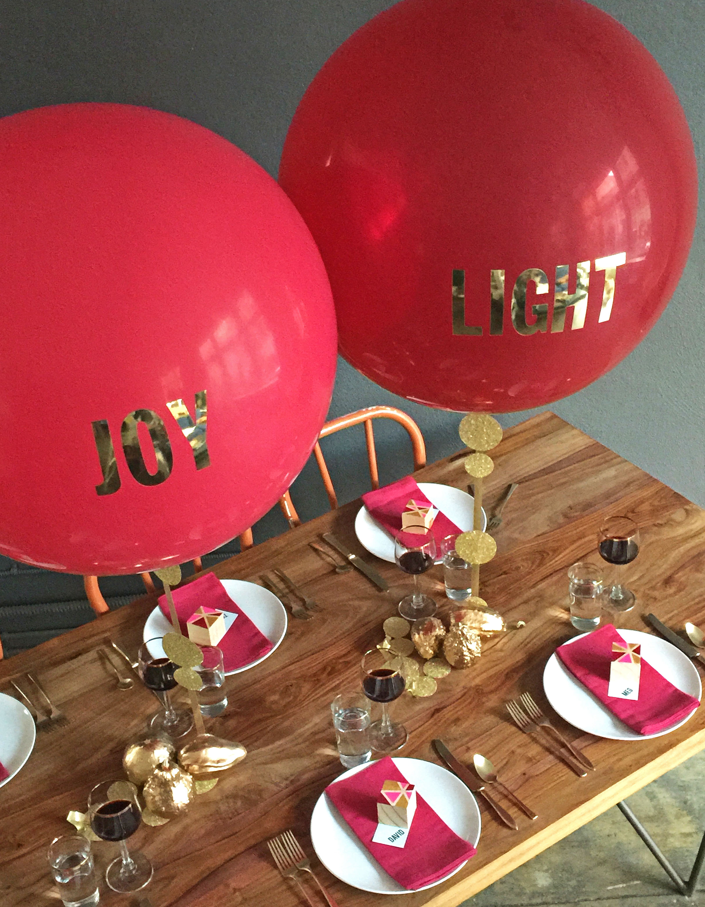 how to diy a balloon centerpiece with vinyl letters