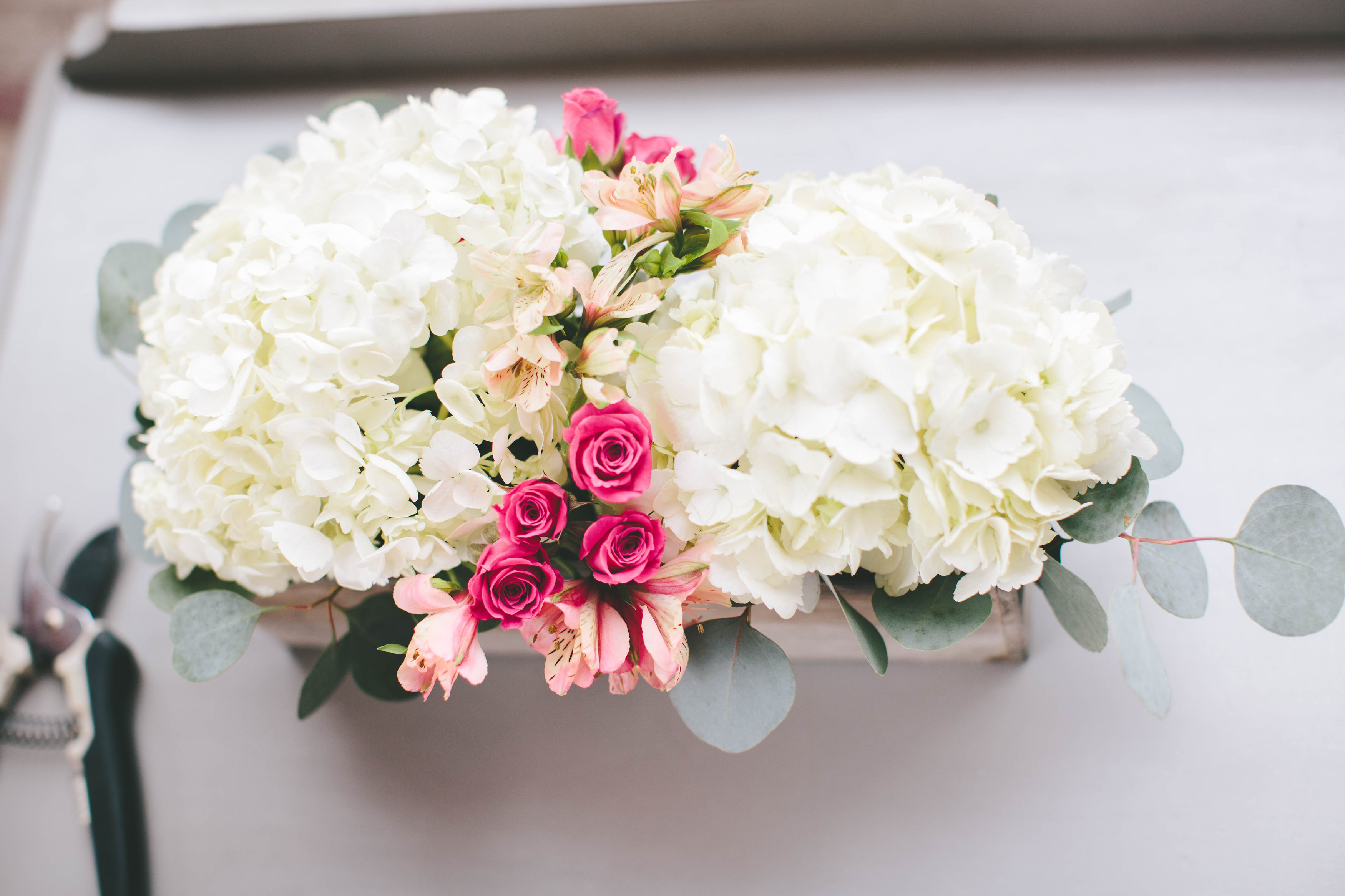 How To: A Modern DIY Hydrangea Centerpiece That Anyone Can Make | A ...