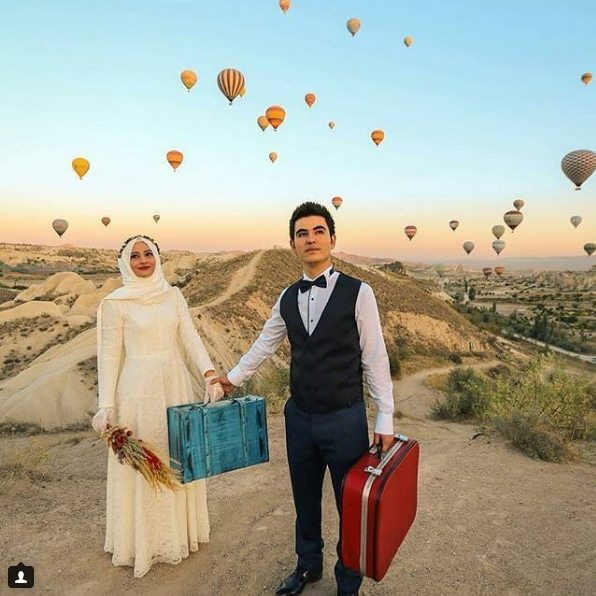 muslim couple with hot air balloons