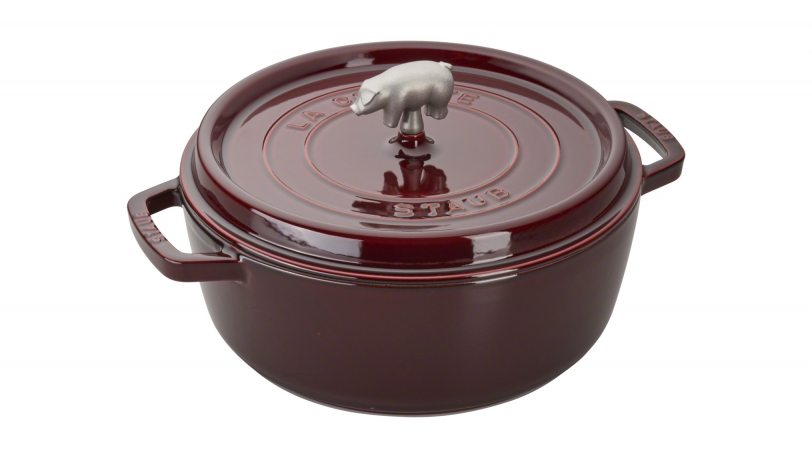 maroon cast iron pot with lid and pig handle
