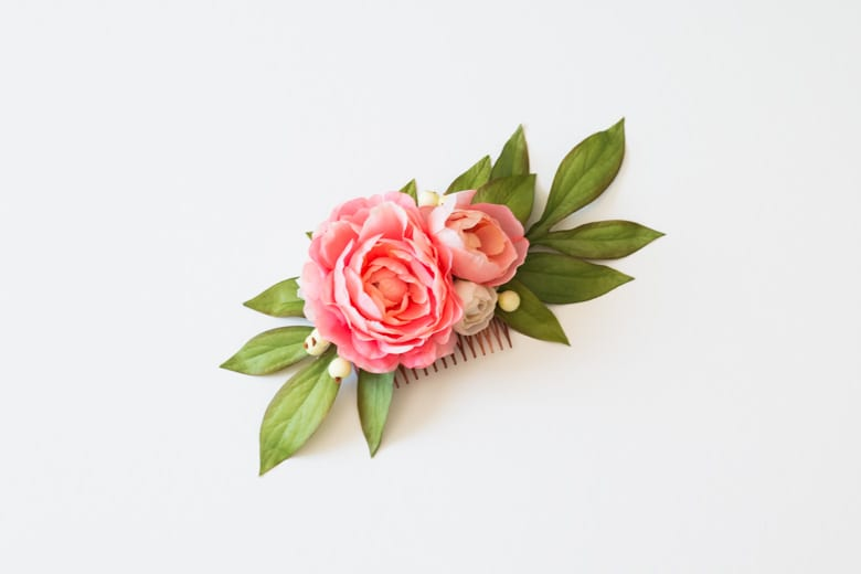 wedding ideas for hair accessories—a hair comb with pink flowers