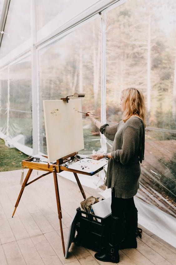 wedding ideas for ceremony art—a professional artist painting a picture during the ceremony