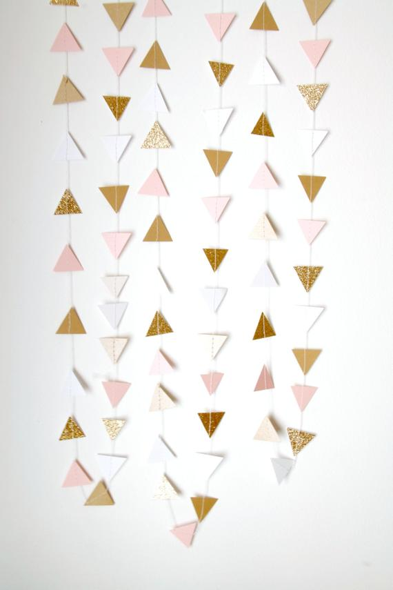 Garland of triangle-cut paper as an idea for bridal shower decorations