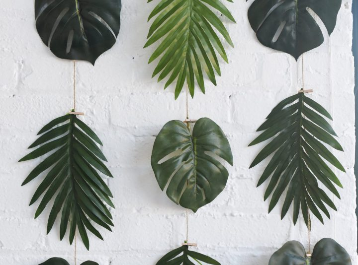 A garland of clothespinned tropical leaves as an idea for bridal shower decorations