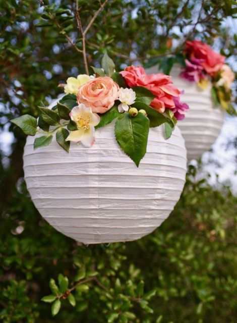 Flowers on hanging paper lanterns as an idea for bridal shower decorations