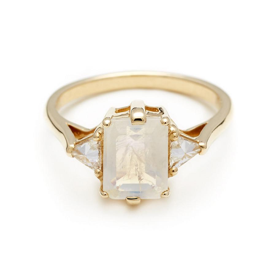 BEA THREE STONE RING YELLOW GOLD & RAINBOW MOONSTONE